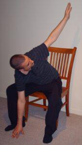 Formation yoga sur chaise aux aînés - Raphaël Passaro