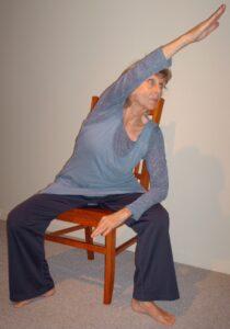 Formation yoga sur chaise aux aînés - Francine Cauchy